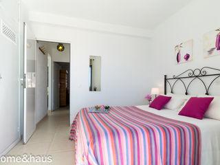 Home & Haus   Home Staging & Fotografía غرفة نوم