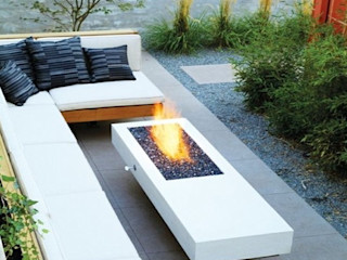 Grupo Cinco Chimeneas Balconies, verandas & terraces Furniture Iron/Steel White