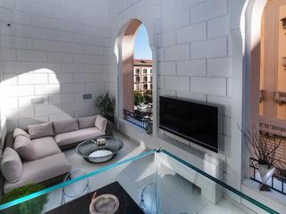 Casa in centro storico Imperatore Architetti Balcone, Veranda & Terrazza in stile moderno