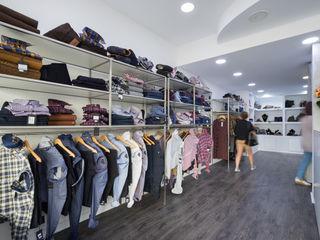 YS PROJECT DESIGN Minimalistische Geschäftsräume & Stores Eisen/Stahl Grau