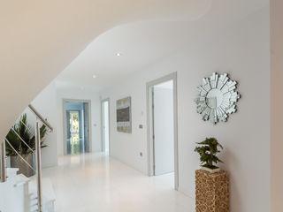 Home & Haus   Home Staging & Fotografía الممر والمدخل