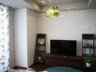 株式会社アートアーク一級建築士事務所 Salas de estilo escandinavo Ladrillos Blanco