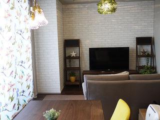 株式会社アートアーク一級建築士事務所 Salas de estilo escandinavo Vidrio Blanco