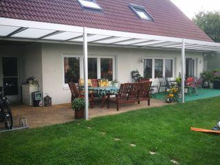 Montage & Design Gunter Uhlig Klasyczny balkon, taras i weranda Aluminium/Cynk Srebrny