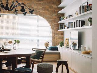 家,就是最真實的美好-百葉簾.蜂巢簾 MSBT 幔室布緹 现代客厅設計點子、靈感 & 圖片 磚塊 Multicolored