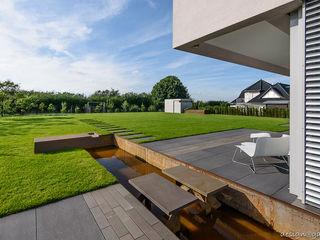 design@garten - Alfred Hart - Design Gartenhaus und Balkonschraenke aus Augsburg Garage / Hangar Bois composite Gris