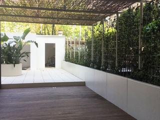Reforma de patio en Barcelona De buena planta Jardines de invierno de estilo moderno