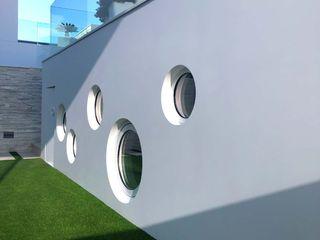 Revestimiento continuo con Krion de Porcelanosa NavarrOlivier Balcones y terrazas modernos Cuarzo Blanco