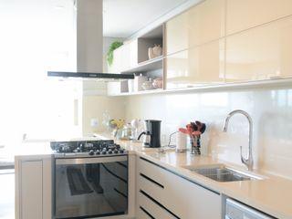Priscilla Pieczykolan . Arquitetura Kitchen units Beige