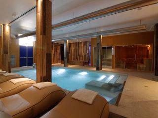 Centro Benessere completo di bagno turco , sauna , piscina riscaldata , percorso kneipp , docce o percorso emozionale. Aquazzura Piscine Hotel moderni