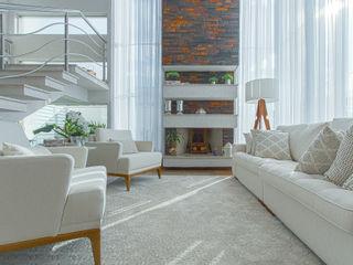 Samantha Sato Designer de Interiores Salon moderne Blanc