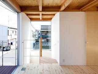 すずき/suzuki architects (一級建築士事務所すずき) Stairs Wood Wood effect