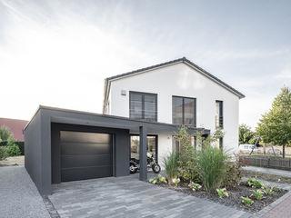 Individuell geplantes Traumhaus mit vielen Highlights innen wie außen wir leben haus - Bauunternehmen in Bayern Einfamilienhaus Weiß