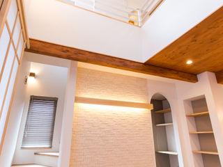 株式会社ルティロワ 一級建築士事務所 Salones de estilo moderno Madera maciza Acabado en madera