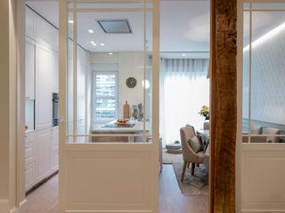 Reforma integral de vivienda en Bilbao centro Sube Interiorismo Puertas correderas Vidrio Blanco