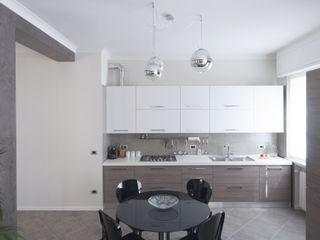 Appartamento in collaborazione con il Designer Matteo Storchio Studio di Architettura IATTONI Cucina moderna