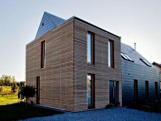 Majchrzak Pracownia Projektowa 現代房屋設計點子、靈感 & 圖片 木頭 Black