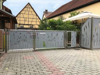 Sichtschutz Edelstahl Atelier Crouse: Moderner Balkon, Veranda & Terrasse Metall Metallic/Silber