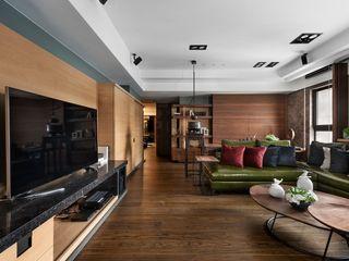 宸域空間設計有限公司 Salas de estar asiáticas Efeito de madeira