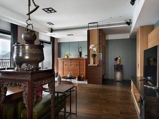 宸域空間設計有限公司 Corredores, halls e escadas asiáticos Efeito de madeira