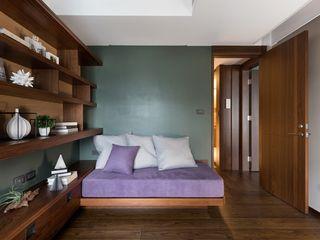 客房的牆面則以溫潤的碧綠色為主 宸域空間設計有限公司 Small bedroom