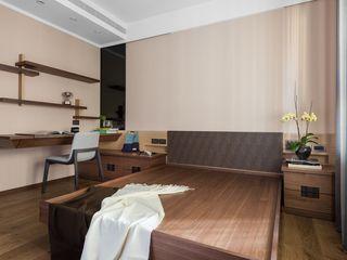 牆面也訂製簡單的書架層 宸域空間設計有限公司 小臥室 Brown