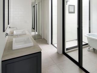 株式会社CAPD Classic style bathroom Black