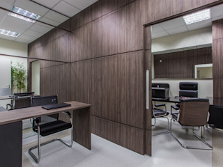 Samantha Sato Designer de Interiores Bureau classique Effet bois