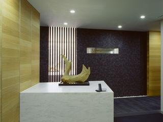 松岡淳建築設計事務所 Eclectic corridor, hallway & stairs