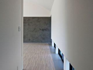 JWA,Jun Watanabe & Associates Modern Corridor, Hallway and Staircase Wood Grey