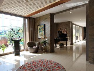 Residence - Rancamaya Bobos Design Koridor & Tangga Gaya Skandinavia