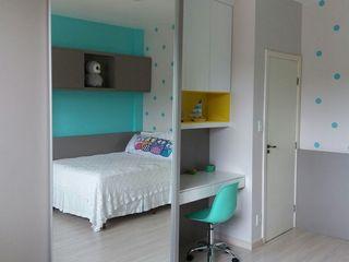 Rita Corrassa - design de interiores Çocuk OdasıElbise Dolabı & Komodinler