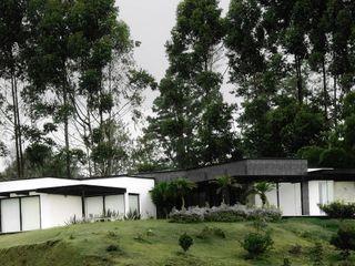 Hincapie Idarraga Estudio Country house Slate Black