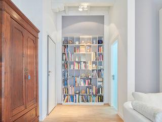 Appartamento CN Studio Ecoarch Ingresso, Corridoio & Scale in stile moderno