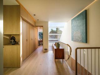 Dusheiko House Neil Dusheiko Architects Modern Corridor, Hallway and Staircase