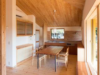 田園を望む現代の庵 FAD建築事務所 モダンデザインの ダイニング
