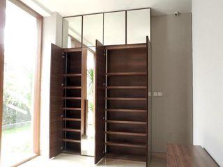 ARF interior Коридор, коридор і сходиВисувні ящики та полиці