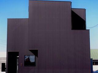 中庭の家 RAI一級建築士事務所 木造住宅 金属 黒色