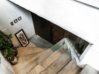 結合前衛刺青店與美式復古髮廊的地下空間 On Designlab.ltd 辦公空間與店舖 強化水泥 Grey