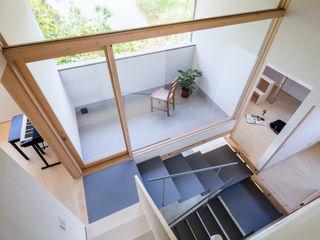 小松一平建築設計事務所 Escaleras Hierro/Acero Gris