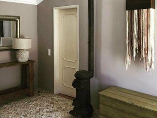projeto de decoração de um alojamento local em Sintra - Quinta do Pé Descalço Officina Boarotto Corredores, halls e escadas rústicos