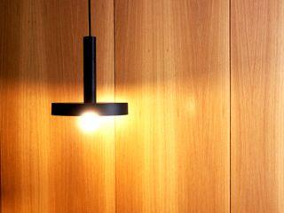 MIA arquitetos Коридор, коридор і сходиОсвітлення Дерево Дерев'яні