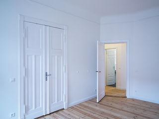 Innenausbau einer Altbauwohnung in Berlin-Neukölln Holzeco GmbH   Haus- & Wohnungssanierung   Komplettsanierung von A - Z Klassische Wohnzimmer