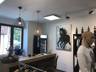 Skapetze Lichtmacher Rustic style offices & stores Iron/Steel White