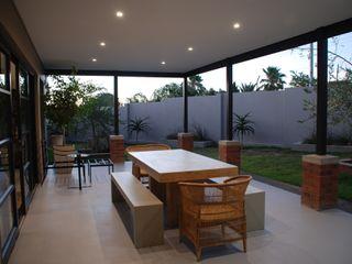 John McKenzie Architecture Modern balcony, veranda & terrace