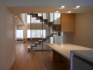 何侯設計 Ho + Hou Studio Architects Comedores de estilo moderno