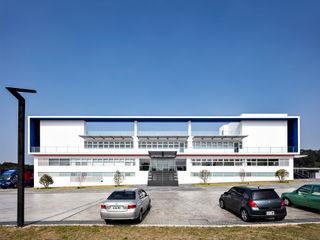 何侯設計 Ho + Hou Studio Architects Edificios de oficinas