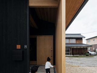 terasho house ALTS DESIGN OFFICE 和風の 玄関&廊下&階段