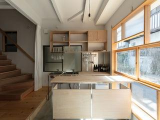 coil松村一輝建設計事務所 Pasillos, vestíbulos y escaleras de estilo minimalista