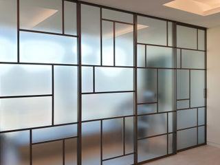 WITHJIS(위드지스) Salas de estar modernas Alumínio/Zinco Castanho